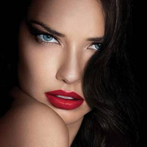 color-sensational-lipstick-adriana-lima-beautyimage-1x1